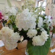 Букет из цветов для белого сада